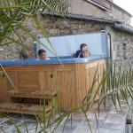 Bazén nebo vířivka vám udělají z domova příjemnou oázu klidu!